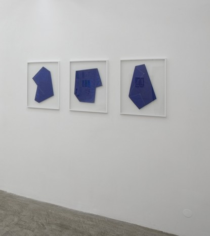 Aná Roldan, Three color blue #1, #2 & #3, 2012, Galerie Sultana