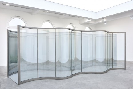 Dan Graham, Neo-Baroque Walkway, 2019, Marian Goodman Gallery