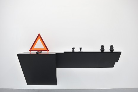 Haim Steinbach, Untitled (emergency sign, shot glasses, dog chews), 2009, Luhring Augustine