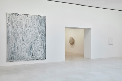 Gagosian Artworks:  Bertrand Lavier © Adagp, Paris, 2020 ; © Atelier Sheila Hicks ; © Fondation Lucio Fontana, Milano / by SIAE / Adagp, Paris, 2020 - Photo: Thomas Lannes