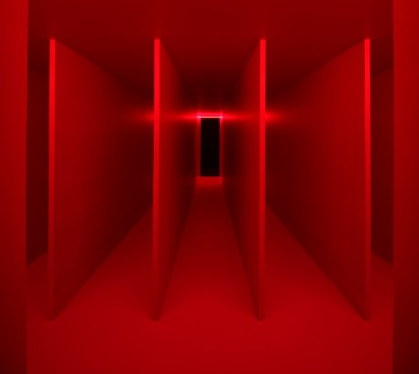 Lucio Fontana Hauser & Wirth Ambiente spaziale a luce rossa [Spatial Environment in Red Light]