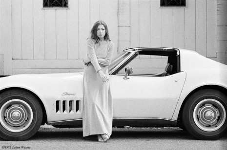Julian Wasser, Author Joan Didion and her Chevrolet Corvette Stingray in Hollwyood, 1972/2012, Wentrup
