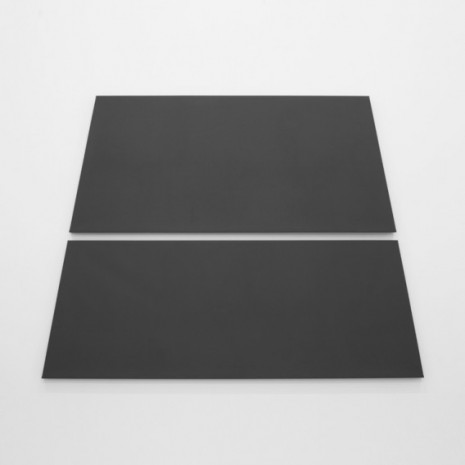 Alan Charlton , Dark Grey Trapezium in 2 Parts, 2018 , A arte Invernizzi