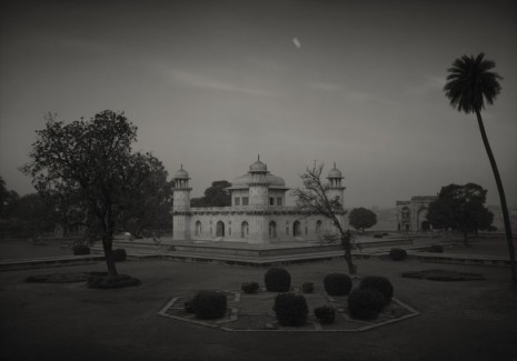 Kenro Izu, Itimad-ud-daulah #110, Agra, India, 1997, Howard Greenberg Gallery