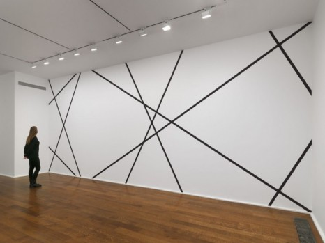 François Morellet , 4 trames 30°, 60°, 120°, 150° partant des 4 angles du mur. Intervalles : hauteur du mur (4 Grids 30°, 60°, 120°, 150° starting from the 4 Corners of the Wall. Intervals: Height of the Wall), 1977/2021 , Hauser & Wirth