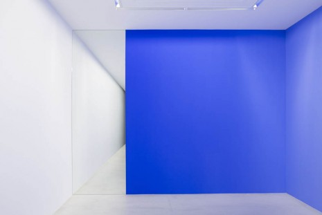 Pieter Vermeersch, Wall painting  (Blue 0-100% - Black 0-100% - Mirror), 2013, Perrotin