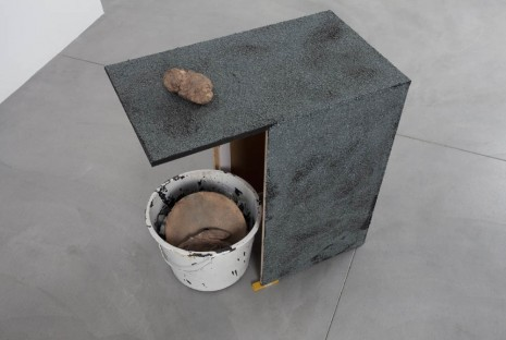 Joris Van de Moortel, Bucket with oil paint and bronze objects + rooftop,, 2013, Galerie Nathalie Obadia