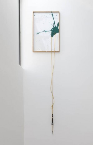 Joris Van de Moortel, Loose (mic on yellow cable and green paint drop), 2012, Galerie Nathalie Obadia