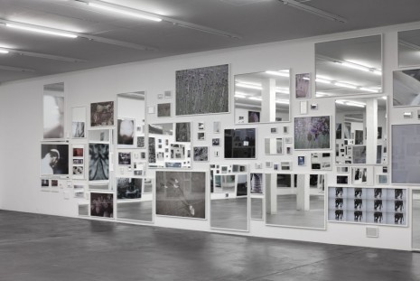 Douglas Gordon, Everything is nothing without its reflection; A Photographic Pantomime, 2013, Galerie Eva Presenhuber