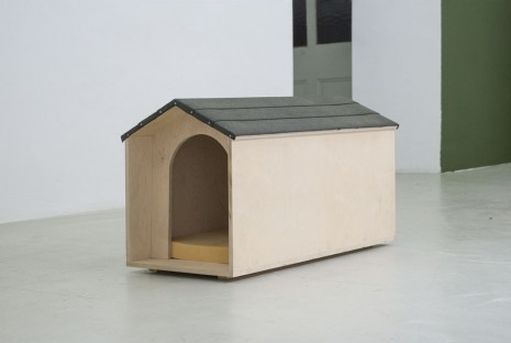 Jonathan Monk, In the doghouse, 1999, Meyer Riegger
