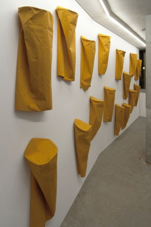 Franz Erhard Walther, 24 Yellow Columns, 1982, KOW