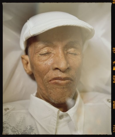 Andres Serrano, The Death of Juan Alberto. Funeral Parlor, Havana, 2012, Galerie Nathalie Obadia