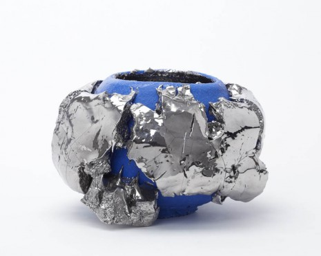Takuro Kuwata, Blue-slipped platinum Kairagi Shino bowl, 2013, Alison Jacques Gallery