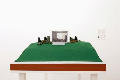 Dan Graham, Clinic for a Suburban Site, 1978, Galerie Micheline Szwajcer (closed)