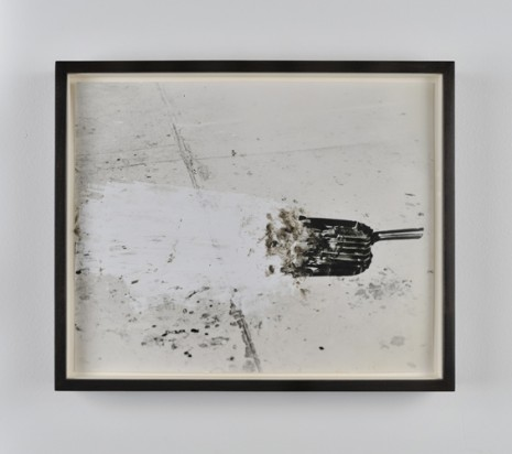 Analia Saban, Dust Pan, 2011, Praz-Delavallade