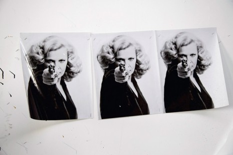 Joyce Pensato, Woman with Gun (3 x), 2015, Capitain Petzel