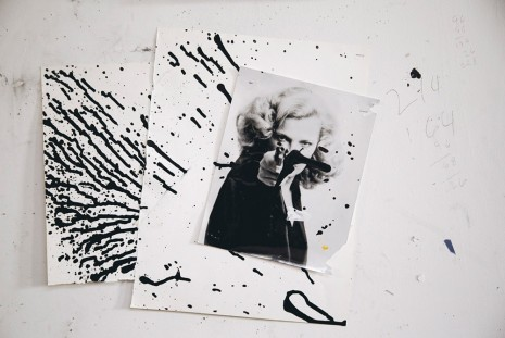 Joyce Pensato, Woman with Gun (1 x), 2015, Capitain Petzel