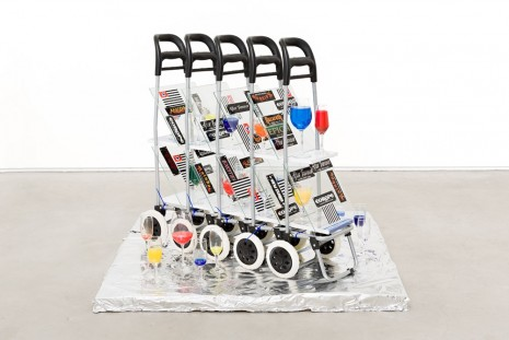Adriano Costa, Carrinho de Drinques (Cart of Drinks), 2015, Mendes Wood DM