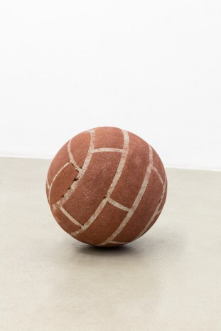 Judith Hopf, Ball in remembrance of Annette Wehrmann, 2015, kaufmann repetto