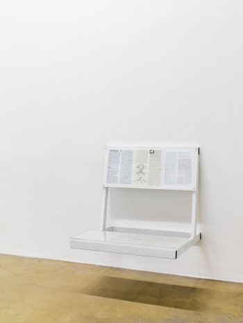 Oscar Tuazon, Reading bench 4 (thoughts on freedom strategy), 2016, Galerie Chantal Crousel