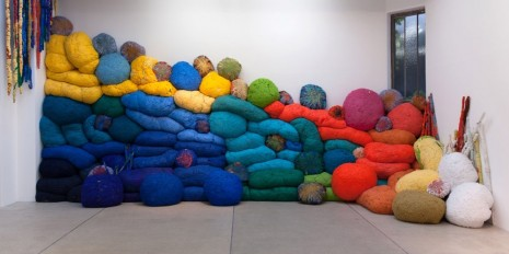 Sheila Hicks, Another Break in The Wall, 2016, galerie frank elbaz
