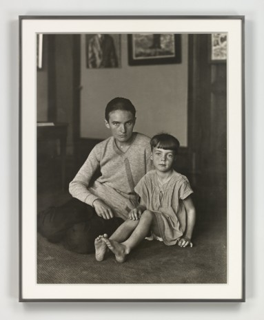 August Sander, Mutter und Tochter [Helene Abelen mit Tochter Josepha] (Mother and Daughter [Helene Abelen with Daughter Josepha]), ca 1926 (printed 1972), Hauser & Wirth