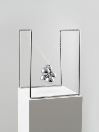 Ceal Floyer, Newton's Cradle, 2017, 303 Gallery