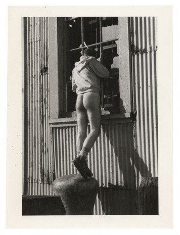 Alvin Baltrop, The Piers (man looking in window), 1976 , Galerie Buchholz