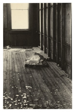 Alvin Baltrop, The Piers (body under cloth), n.d. (1975-1986), Galerie Buchholz