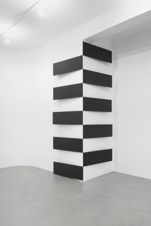 Lesley Foxcroft, Stacked (vertical corner), 2017, A arte Invernizzi