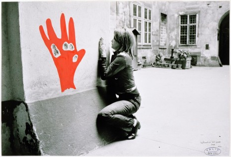 VALIE EXPORT, Konfiguration mit Roter Hand, 1972 , Galerie Thaddaeus Ropac