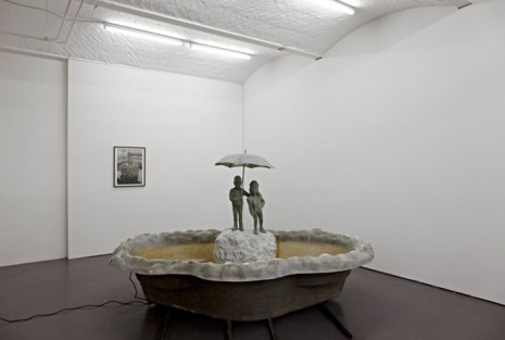 Heike Kabisch, Under the umbrella, 2012, ChertLüdde
