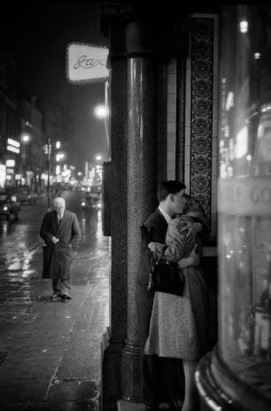 Philip Jones Griffiths, Oxford Street Kiss, 1960 , Lia Rumma Gallery