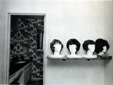 Bill Owens, From Suburbia (Perruques), 1972 , Galerie Gabrielle Maubrie