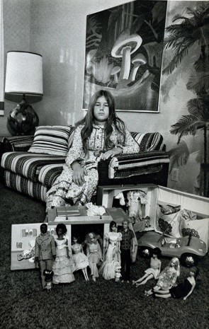 Bill Owens, From Suburbia (Valérie's room), 1972, Galerie Gabrielle Maubrie