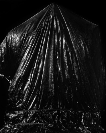 Robert Longo, Untitled (Charlottesville, Virginia; August 23, 2017; Statue of Confederate General Robert E. Lee Covered), 2018, Capitain Petzel