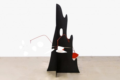 Alexander Calder, Crag with White Flower and White Discs, 1974, Venus Over Manhattan