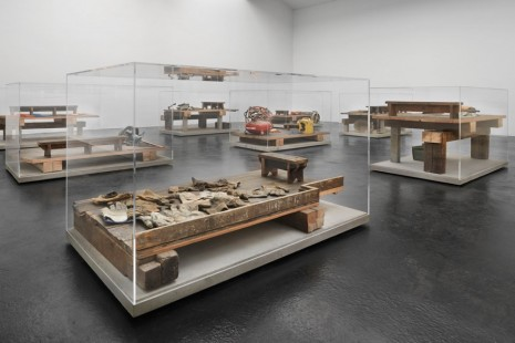 Mike Nelson, tools that see (the possessions of a thief) 1986–2005, neugerriemschneider