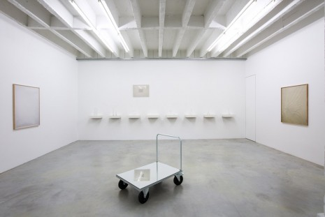 Ignasi Aballí, something is missing, Galerie Nordenhake