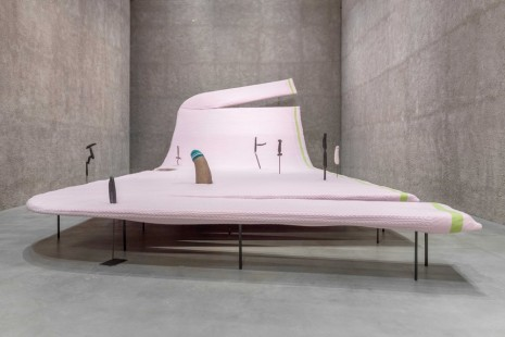 Erwin Wurm, The Serious Life of a Ridiculous Man, König Galerie